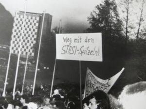 Weg mit den Stasi Spitzeln!